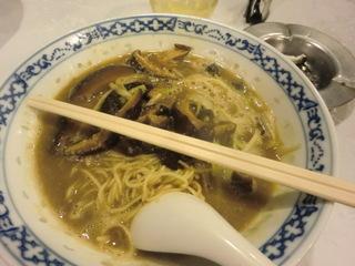 揚州商人 椎茸の黄金スープ麺�A