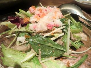 旬のサカナと旨い酒 海仙楽 ズワイガニとキノコとほうれん草のサラダ