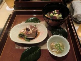 勝浦産大トロの刺身と彩り寿司.JPG