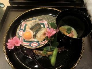 白身魚の揚げ物とウニとエビのすり流し.JPG